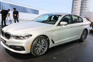 La BMW 530e iPerformance offre une option de recharge sans fil