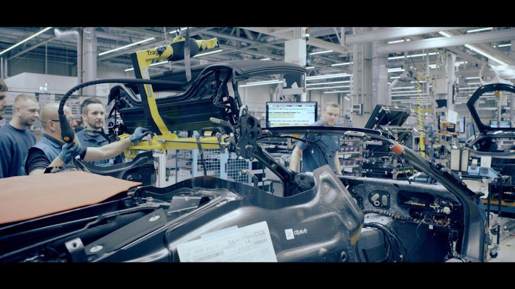Vidéo : BMW montre son i8 Roadster en cours de fabrication
