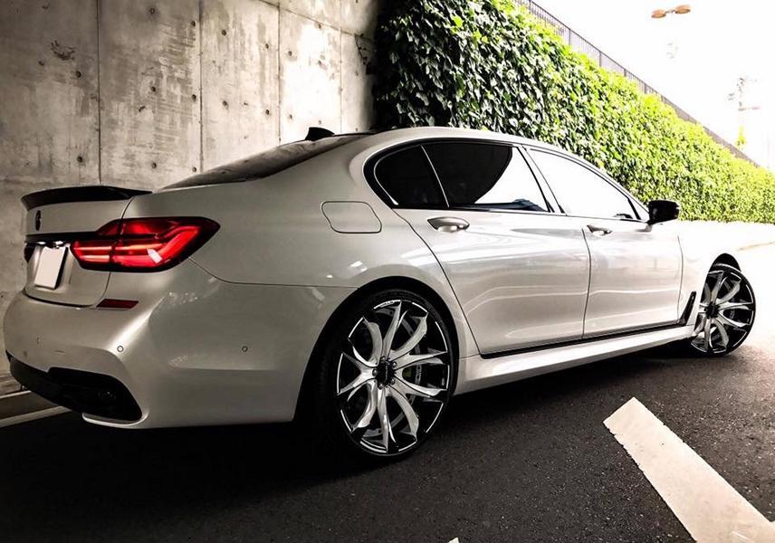 BMW 7 Black Vison